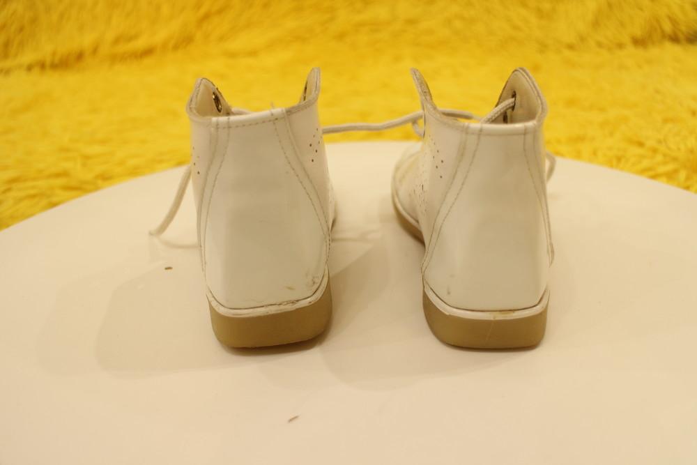 Кожаные белые ботиночки фото №2