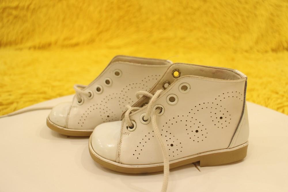 Кожаные белые ботиночки фото №4