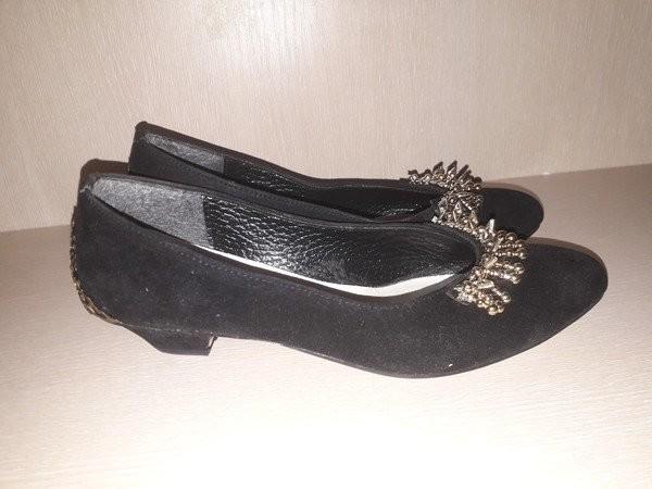 Изумительно красивые туфли на низком ходу стелька 24.5 фото №4