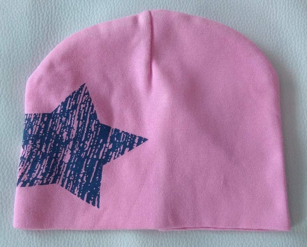 Розовая трикотажная шапка со звездой р. 47-48 фото №1