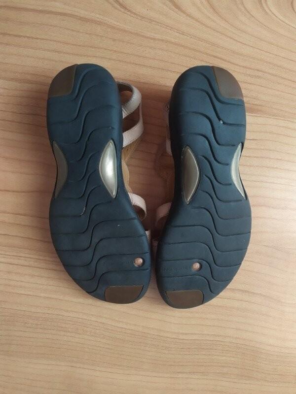 Продам кожаные босоножки фирмы clarks uk 5 1/2 р.38,5 фото №4